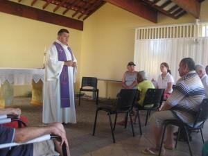 Idosos do Lar participam de missa