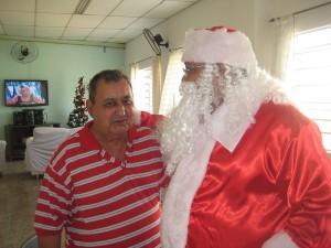 Visita do Papai Noel aos idosos do Lar dos Velhinhos