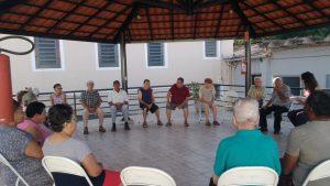 Dia de alongamento dos moradores do Lar dos Velhinhos com a Terapeuta Ocupacional