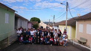 Alunos do 9º ano A e B da Escola Padre Fabiano de Capivari estiveram aqui visitando e trazendo doações de produtos de higiene e limpeza
