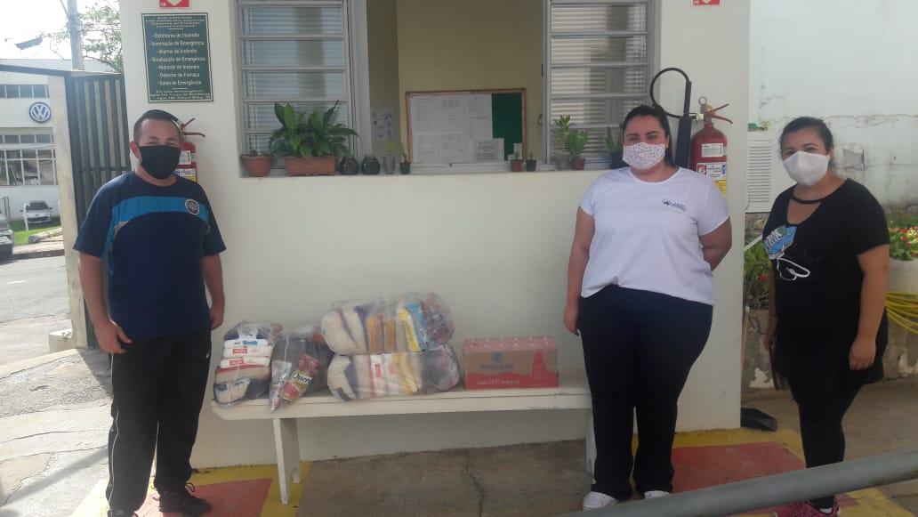 Assembleia de Deus Ministério Perus faz doação de cestas básicas