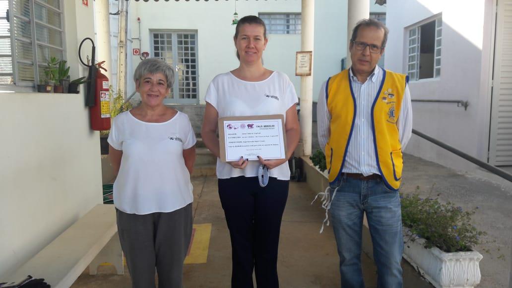 LIONS CLUBE DE CAPIVARI faz doação de Vale Compra