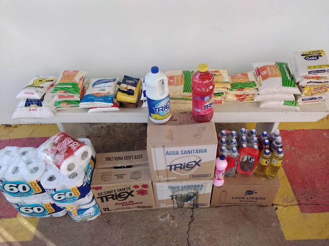 Escola de Samba Tuma da Barca entrega doações de Alimentos Arrecadados em Campanha