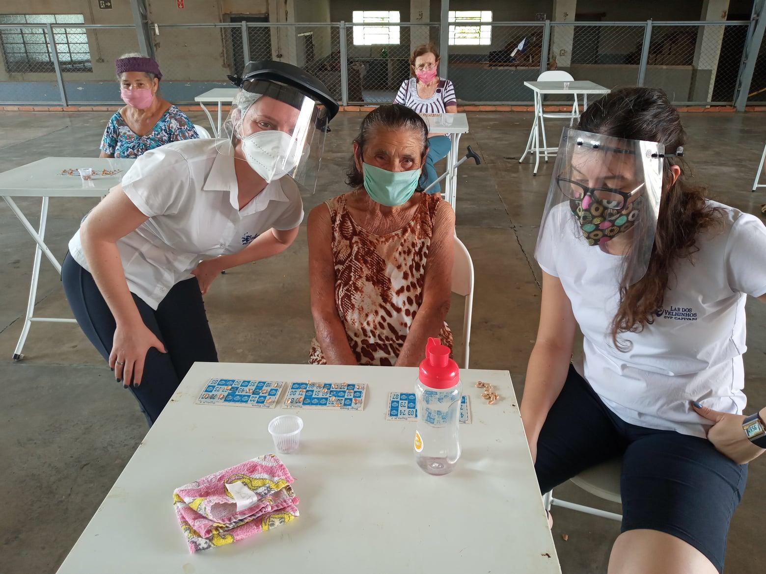Read more about the article Jogando Bingo em comemoração ao dia do Idoso