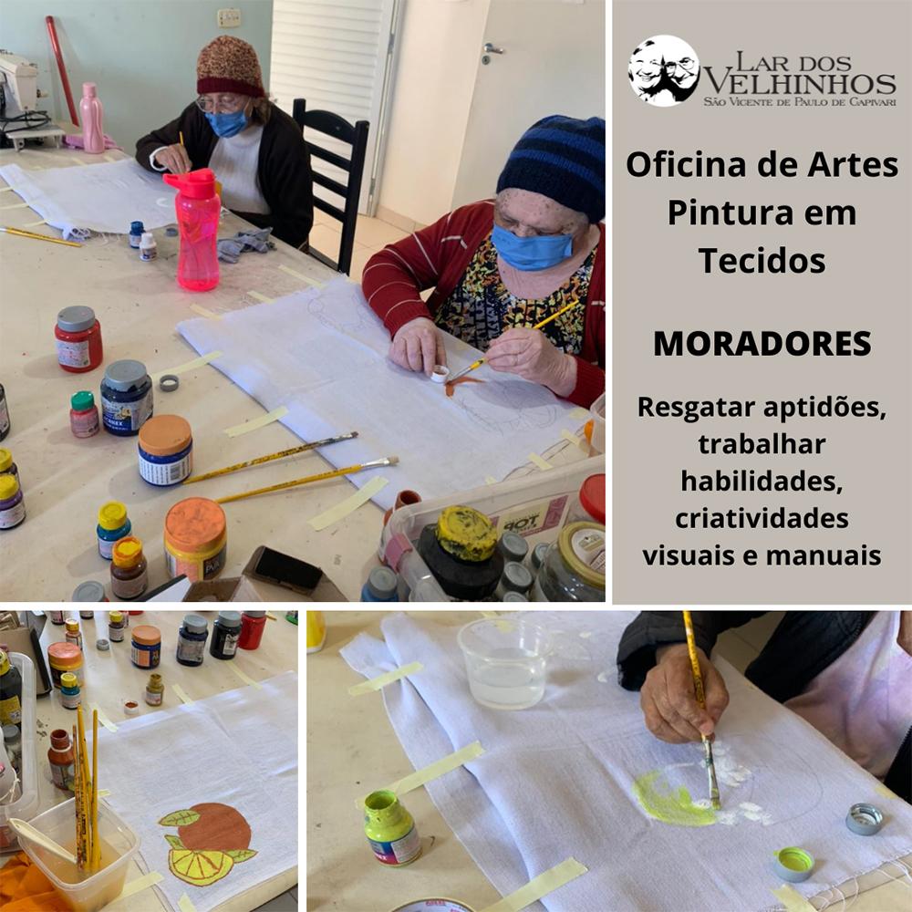 Oficina de Artes com Pintura em Tecidos com alguns moradores.